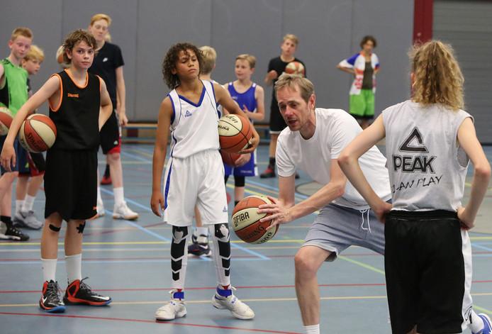 """Remco Vogelaar doceert: ,,Mijn primaire doel is de jeugd skills te leren, zodat ze de beste speler worden die ze kunnen zijn."""""""