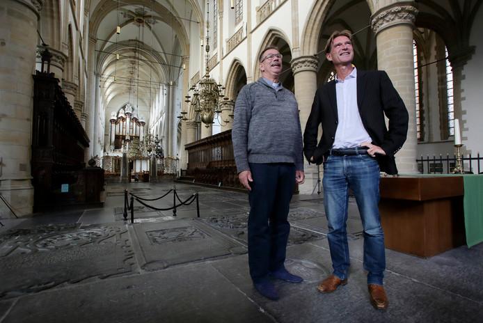 De predikanten Jan Klijnsma (l) en Paul Wansink in de Grote Kerk.
