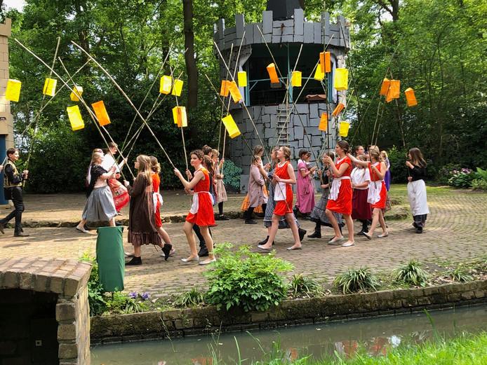 Rapunzel, uitgevoerd door de Speledonckers in Someren.