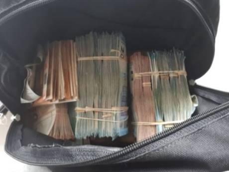Gigantische hoeveelheid geld en kilo's heroïne gevonden bij invallen in Rotterdam