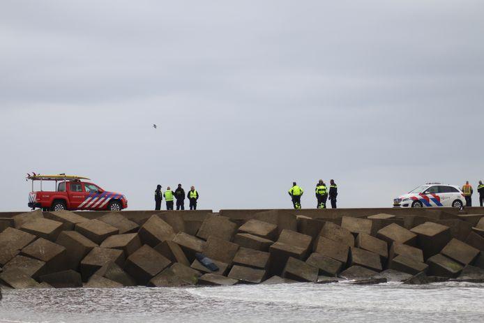 Er is veel politie aanwezig bij het Noordelijk Havenhoofd.