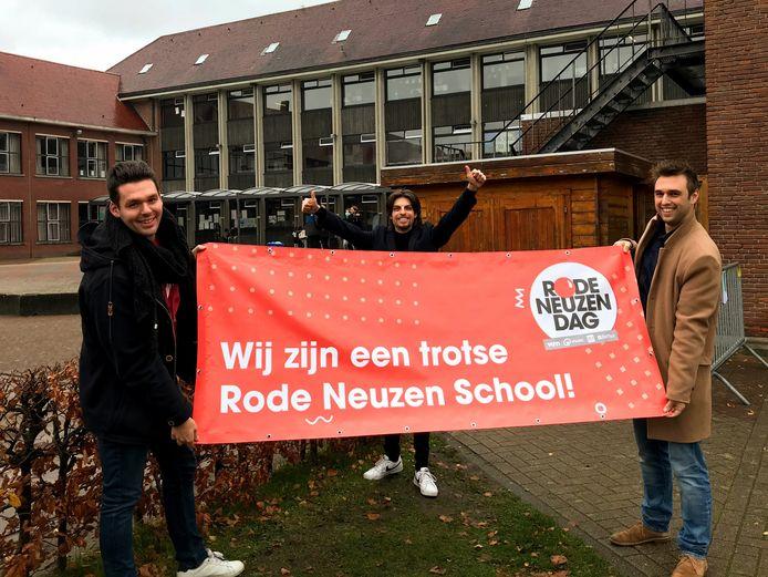 Sander Claes (midden) draait samen Mathias Van Nuffelen en Elias Hoes speciale Rode Neuzen Dag radio op de GO! school in Geel.