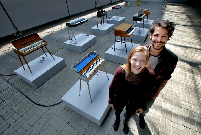 Elise 't Hart en Nils Davidse hebben samen het kunstwerk gemaakt dat de naam 'Organa' draagt. De acht orgels spelen elk hun eigen compositie.