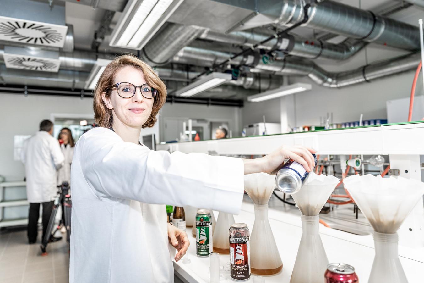 In het laboratorium Douane en Accijnzen worden jaarlijks 1.500 bieren geanalyseerd. Niet om de juiste smaak te bepalen, maar wel om na te gaan of het juiste accijnsregime toegepast wordt.