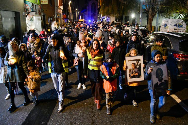 1.700 Aalstenaars liepen vrijdagavond mee in de 'Lichtwandeling voor meer verkeersveiligheid'.