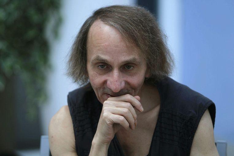 Voorstanders prijzen de 'laserachtige' blik van Michel Houellebecq (foto) die als geen ander de angsten en neurosen van zijn tijd beschrijft. Beeld epa