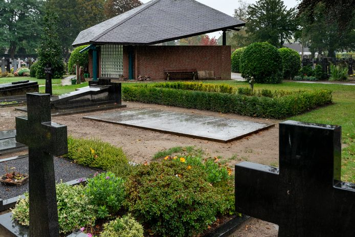 Op het verzamelgraf voor de menselijke resten op de begraafplaats aan de André Vissersstraat in Haaren komt voor 2 november (Allerzielen) een hardstenen plaat.