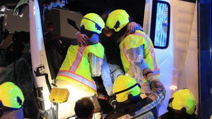 Brandweer moet geknelde trucker bevrijden bij zwaar ongeval in Beverentunnel