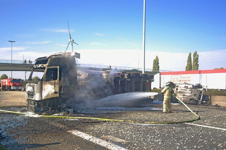 De brandweer moest nog enige tijd nablussen.