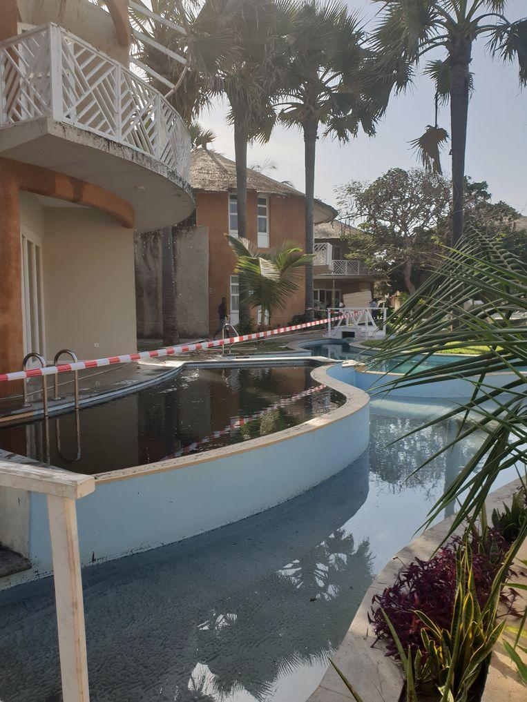 De schade na de brand in het 'Balafon Beach Resort' in Gambia