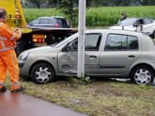Auto ramt lantaarnpaal in Raalte