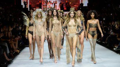 LIVE: volg hier de show van Etam-lingerie op Paris Fashion Week