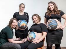 Drieluik op zwangere buiken