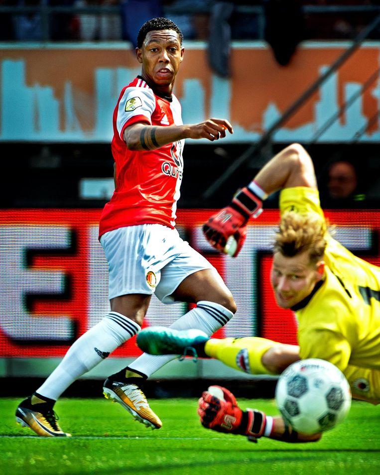 Jean-Paul Boëtius scoort de 1-0 voor Feyenoord, Excelsior doelman Alessandro Damen is kansloos. Beeld Klaas Jan van der Weij