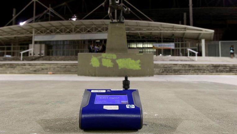 Een machine dat de PM waarde test bij het Olympisch stadion in Rio de Janeiro Beeld reuters