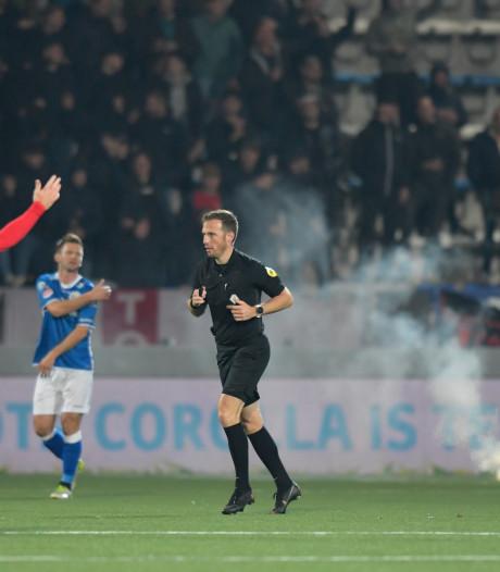 Supporters TOP Oss gooien tot vier keer toe vuurwerk op het veld bij FC Den Bosch