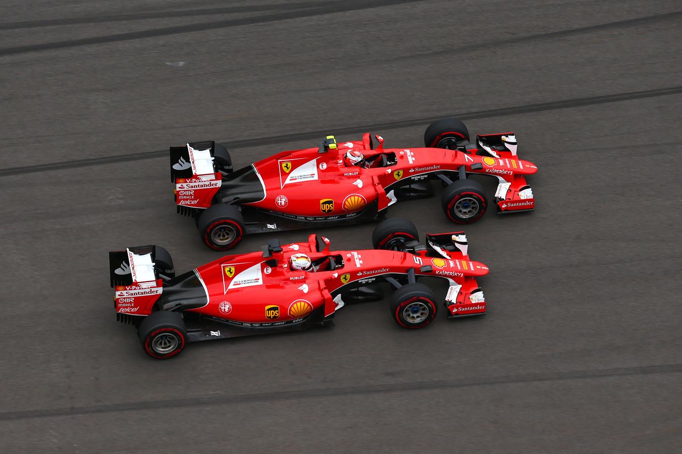 Kimi Räikkönen en Sebastian Vettel zij aan zijn op het circuit.