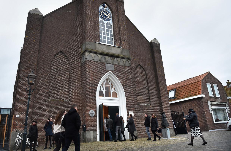 De kerkgang op zondag in het Zeeuwse Arnemuiden. 'De organist die hier vanochtend speelde is ook homo.' Beeld Marcel van den Bergh