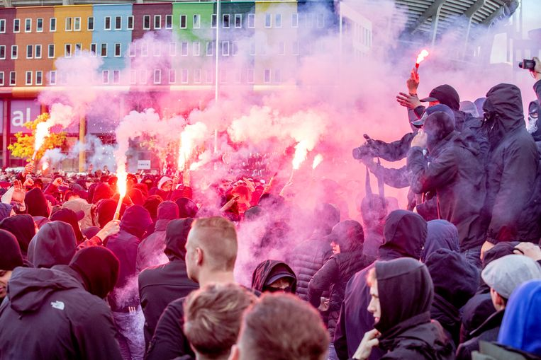 Ajax-supporters houden een entrada Beeld ANP