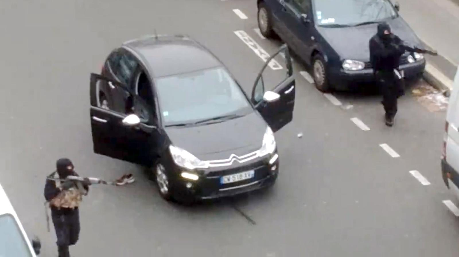 De broers Kouachi vlak na het bloedbad bij Charlie Hebdo