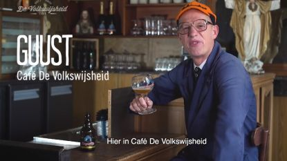 Joost Van Hyfte tapt moppen in café De Volkswijsheid