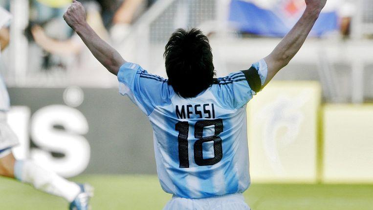 (28-06-2005) Vreugde bij de Argentijnse topspeler Lionel Messi dinsdag na afloop van de halve finale van het WK onder 20 in Utrecht. Brazilië verloor van Argentinië met 1-2. Beeld anp
