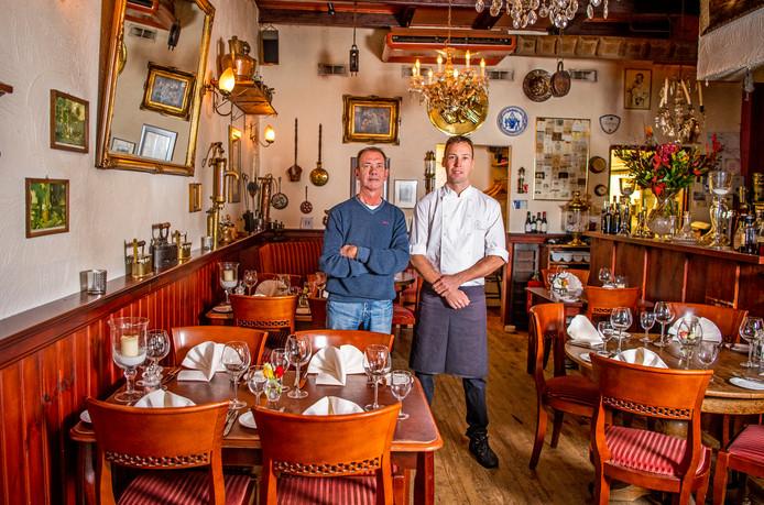 Eigenaar Klaas Benschop en souschef Damey van Gugten van Bistro 't Pakhuis in Woerden.