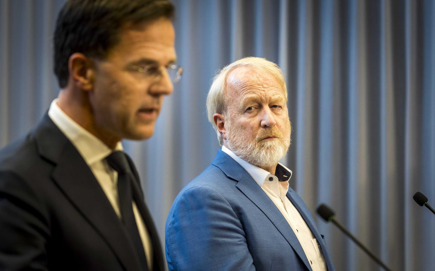 Premier Mark Rutte en Jaap van Dissel (RIVM) tijdens een van hun persconferenties. Infectioloog Van Dissel wijdde zijn leven aan de bestudering en bestrijding van infectieziekten.