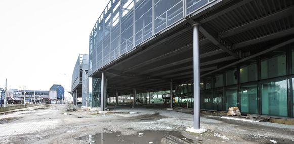 Het tramstation komt onder het parkeergebouw van de NMBS.