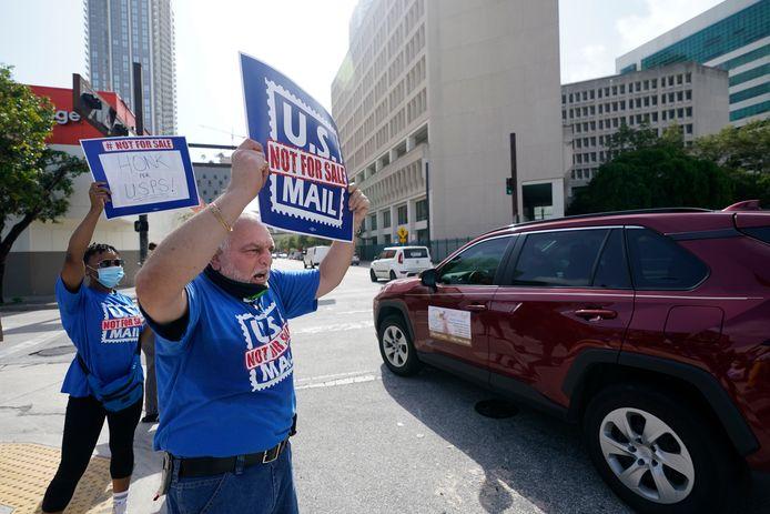 Medewerkers van de Amerikaanse postdienst UPS demonstreren in Miami.