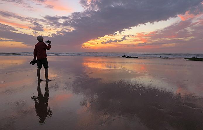 Het strand van Praia da Cordoama in Portugal.