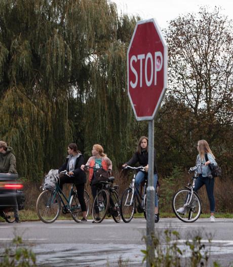 Vijf minuten tot een kwartier wachten om de N348 tussen Zutphen en Gorssel over te steken