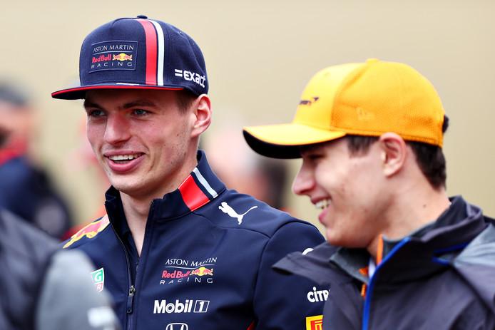 Max Verstappen in gesprek met Lando Norris voor de Grand Prix van China.