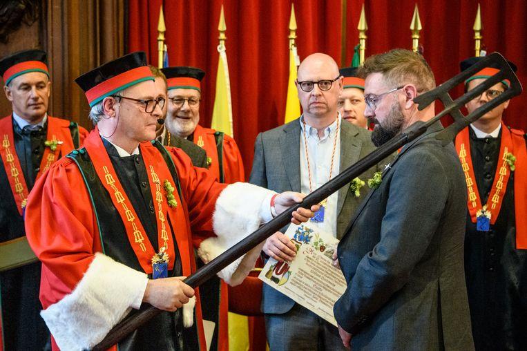 Brouwer Stijn David wordt opgenomen als ridder in de Orde van de Roerstok