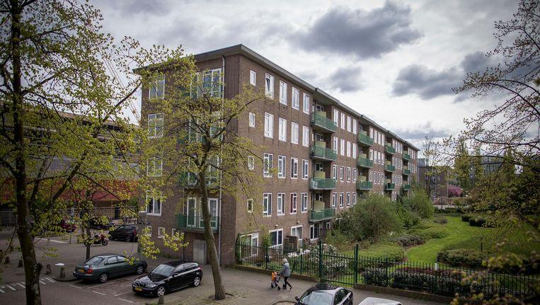 Over deze te renoveren flats in de Kolenkitbuurt vechten Duwo en haar bewonersorganisatie een principieel conflict uit Beeld Rink Hof