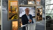 Eddy Merckx en Rubens heten passagiers welkom op luchthaven