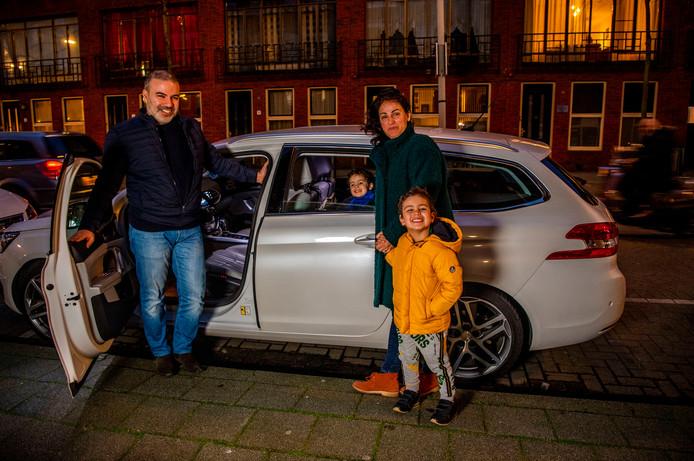 Abdelhafid Bouzidi en zijn gezin staan positief tegenover openbaar vervoer, maar vinden het nu nog te duur.