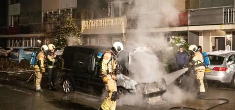 Brandweer in Soest in actie: cv-ketel slaat op hol en bestelbus brandt uit