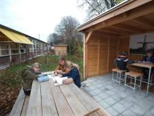 Leren (en stiekem kletsen) aan de picknicktafel in Loil