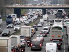 La France toujours à l'arrêt, la rue maintient la pression