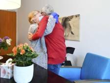 Verpleeghuizen willen snel meer bezoek: 'Regels te streng en te pijnlijk'