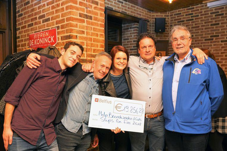 Steps On Fire kon voor de vierde keer een cheque overhandigen aan vzw Help Brandwonden Kids.
