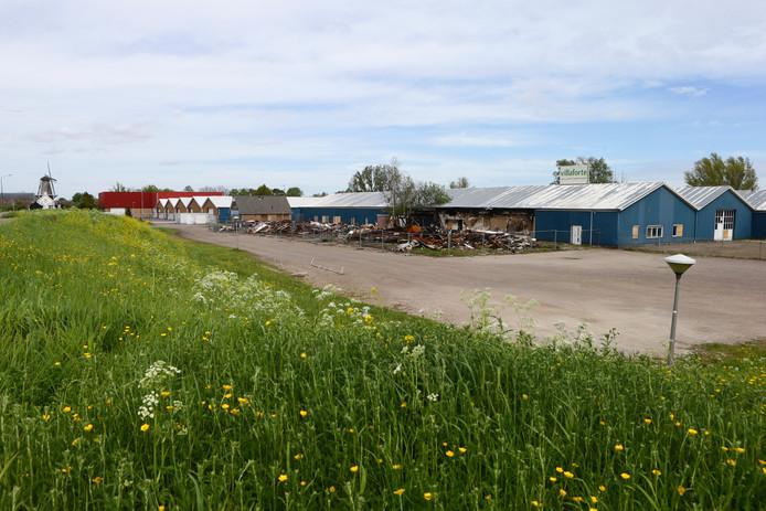 Op de Hoge Maasdijk staan nu nog diverse oude fabriekspanden.