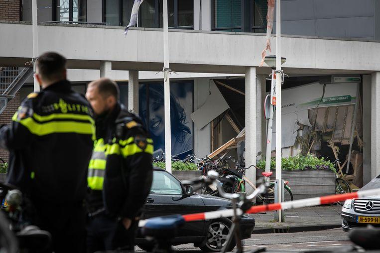 Op 28 april werd op het Delflandplein in Amsterdam een plofkraak gepleegd.  Beeld Dingena Mol