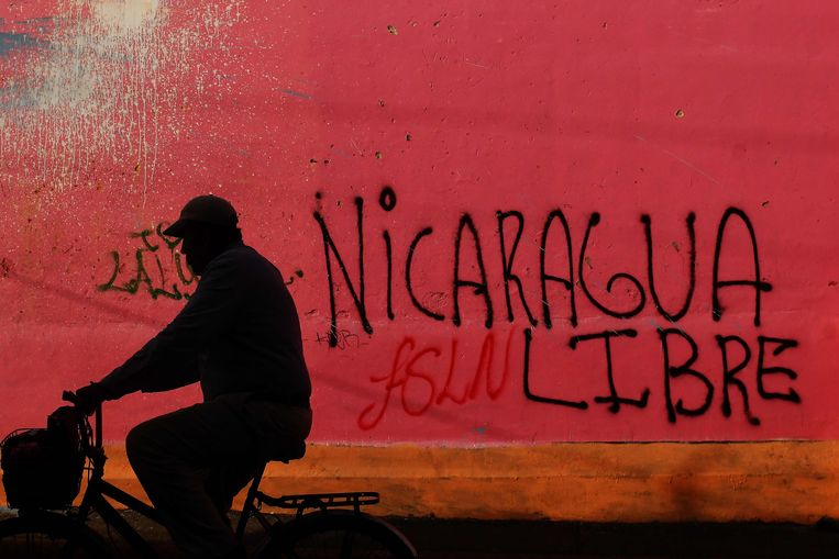 Het hoofdkwartier van regeringspartij FSLN is beklad in Nicaragua.