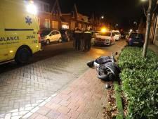 Auto en scooter botsen bij wegversmalling in Waalwijk op elkaar: twee gewonden