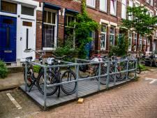 Tilburg wisselt parkeerplek auto in voor mini-fietsenstalling: ook voor deelscooters