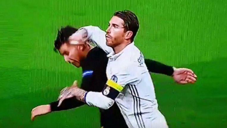 Ramos plantte zijn elleboog op het achtehoofd van Lucas Hernandez.