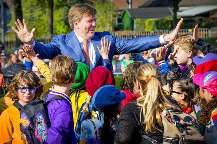 Koning Willem-Alexander opende de zesde editie van de Koningsspelen vorig jaar, in zomerse temperaturen, in Twello.