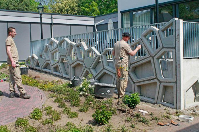 De geprinte betonnen gevelelementen wegen maximaal vijftig kilo.